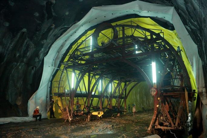 Công trình hầm Cù Mông