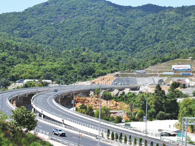 Đường dẫn vào hai ống hầm phía Bắc của Dự án Hầm đường bộ Đèo Cả. Ảnh: Hà Minh